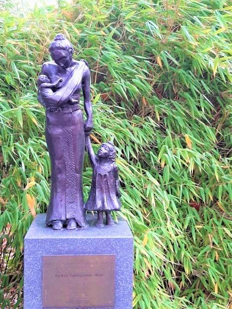 Indië-monument in Hilversum mother & child