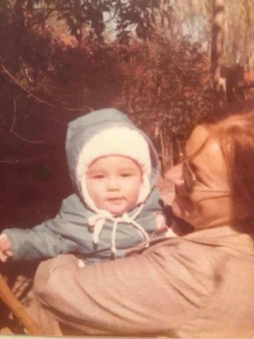 1973: Indo Sjoekje F. Sas(a)bone and her mother visiting family in Holland (Heerenveen, Friesland)